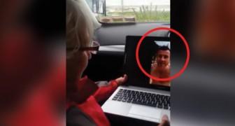 Invia un videomessaggio alla madre, ma poco dopo... arriverà una sorpresa toccante