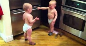 Os pequenos gêmeos que conversam