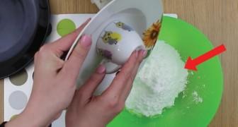 Ze giet eiwit in poedersuiker: 2 minuten later is het smullen geblazen!