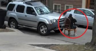 Estacionaba en la entrada de la iglesia: un hombre le aplica una leccion EJEMPLAR