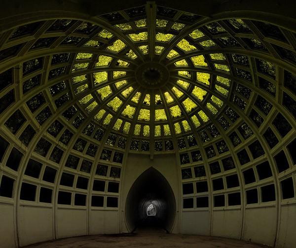 De structuur van de koepel werd vervaardigd van ijzer, maar werd ...