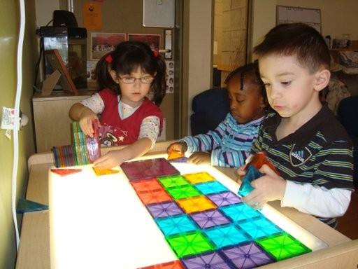 I tavolini ikea diventano lavagne luminose per bambini - Tavolini per tv ikea ...