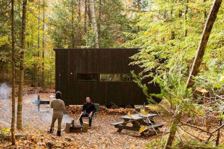Case minuscole nascoste nel bosco ecco come staccare for Piccola casa efficiente