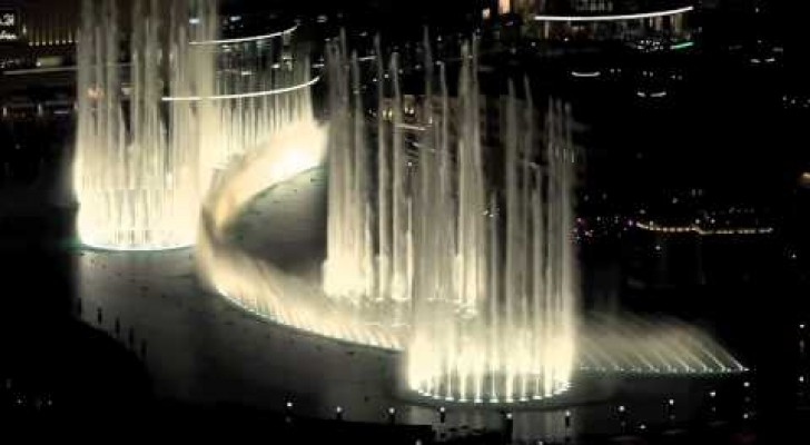 The Dubai Fountain dancing Thriller