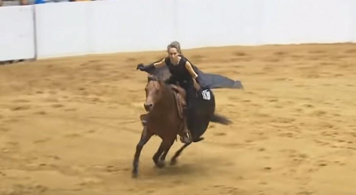 Competencia de equitacion SIN BRIDAS: la sintonia entre el cabezal y caballo deja a todos sin respiro