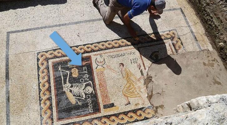 Un bizzarro mosaico di 2400 anni fa dichiara qual è il segreto della vita...