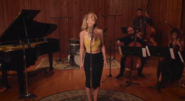 Ze zingt een beroemd nummer van Aerosmith in geheel eigen stijl: het resultaat is te gek!