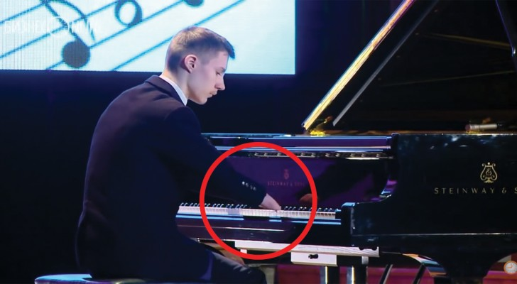 Il étudie la musique depuis seulement 2 ans, mais l'aspect le plus étonnant vous le verrez de plus près...