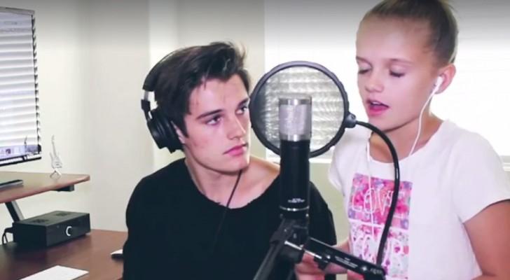 La sorellina inizia a cantare, ma quando si unisce anche lui la cover è stupenda