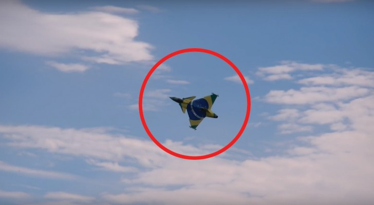El modelo de avion hace una impecable prueba de vuelo, pero EN UN MOMENTO ocurre algo improbable...