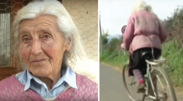 A 90 ans, elle parcourt tous les jours 30 km en vélo pour vendre ses produits: voici son histoire