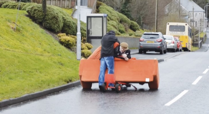 Two drunken men try to transport a sofa!