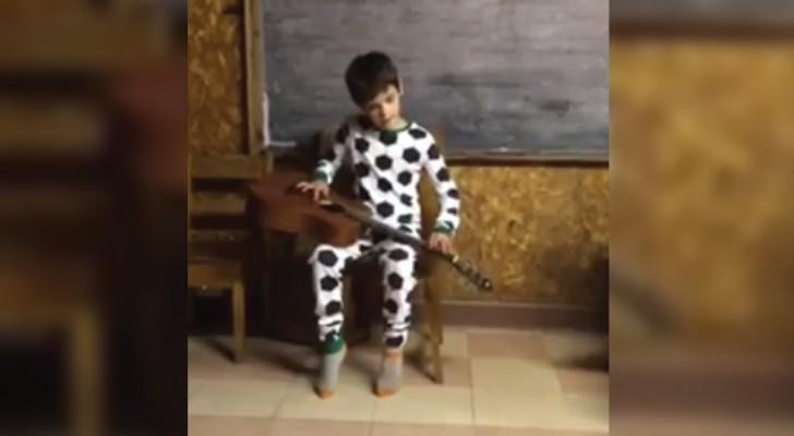 Tiene solo 10 años y es no vidente: sentir tocar el blues los hara emocionar