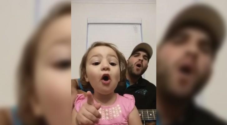 Papa e hija en un duo tiernisimo: el comportamiento de la niña es irresistible!
