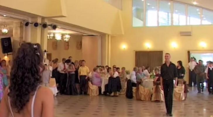 Avete visto molti balli di nozze, ma mai uno più riuscito di questo!
