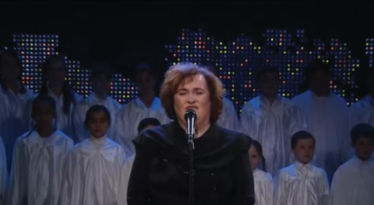 Susan Boyle's awesome cover of Holy Night