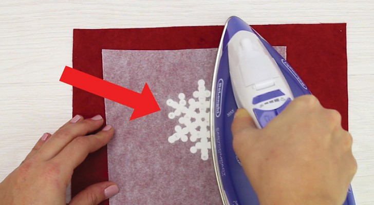 Ferro e pérolas de plástico: o resultado é um floco de neve perfeito!