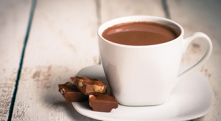 Chocolat chaud fait maison: voici comment le préparer et le rendre DENSE