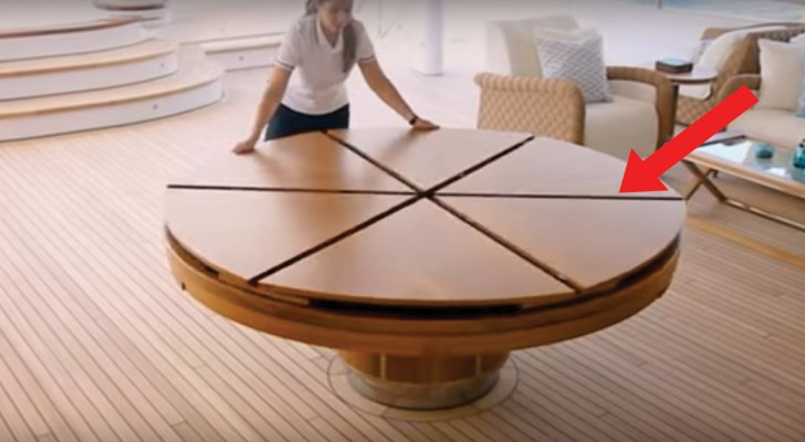 A magic dining table that expands in one movement!