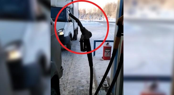 Wie kalt ist es in Russland? Genug, damit sich solch komische Szenen wie diese hier abspielen
