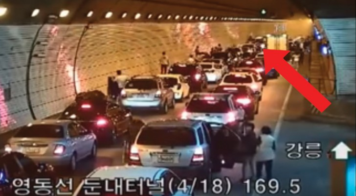 See how motorists react to an accident in South Korea ...