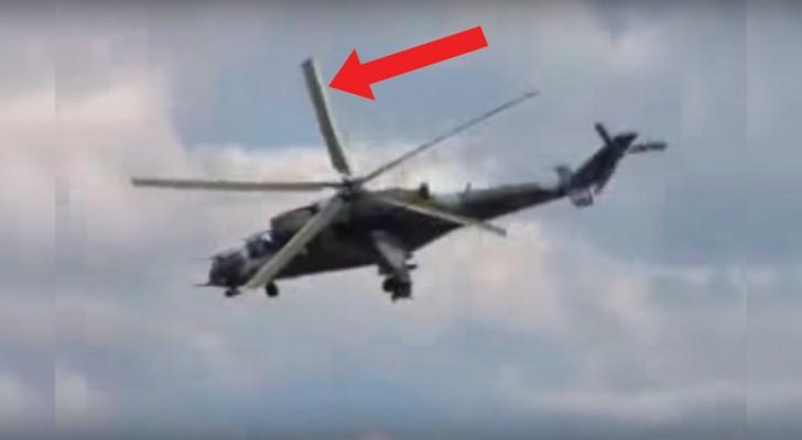 La telecamara filma el helicoptero, pero miren que cosa sucede a la helice: logran entender el porque?