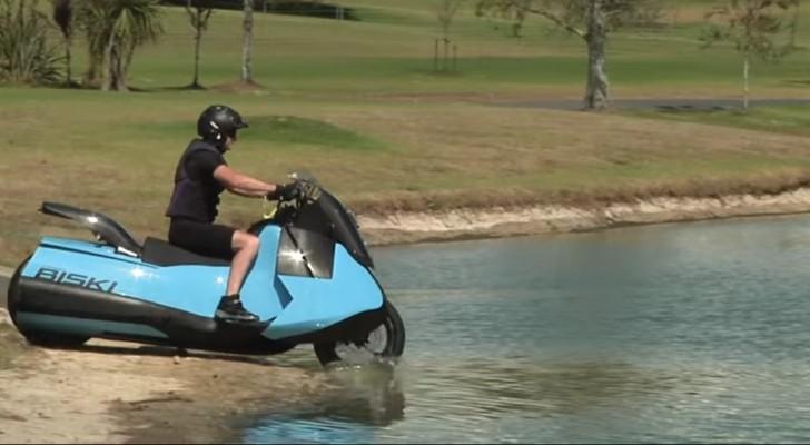 Vom Festland ins Wasser mit dem gleichen Fahrzeug: hier das Amphibienmotorrad, das ungebremsten Spaß garantiert