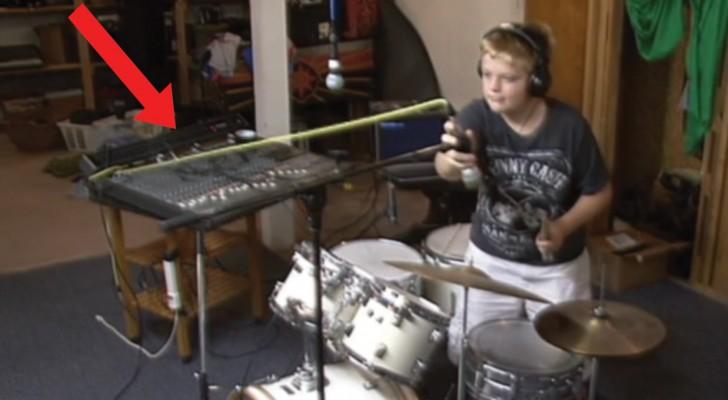Der Junge stellt seine Instrumente ein...aber die Show wird ein wahres DESASTER!