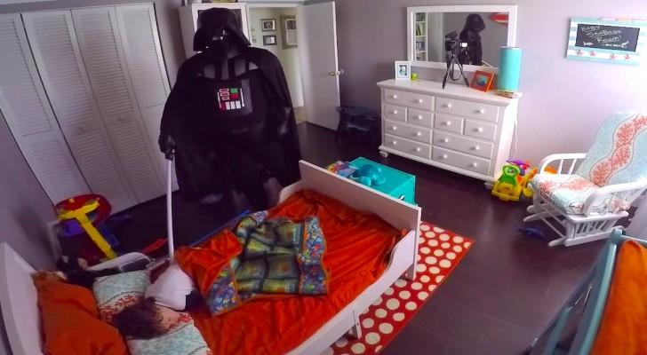 Busca de aterrorizar a su hijo vistiendose de malvado pero su reaccion no refleja lo mismo