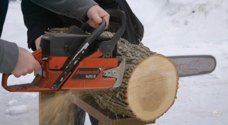 El arte de la madera: miren que cosa obtiene este artesano de un tronco grueso