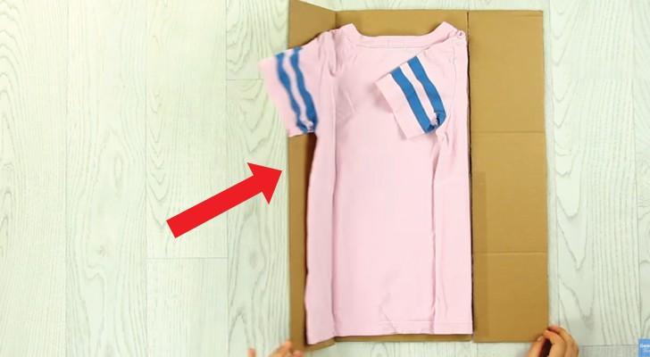 Voici comment plier les t-shirts comme dans les magasins de vêtements: il suffit d'utiliser un carton!