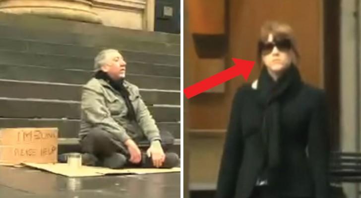 Una donna si avvicina al mendicante cieco e con un solo gesto stravolge la sua giornata