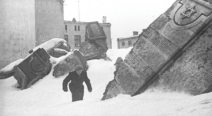 Un photographe juif enterre 6000 négatifs pour les cacher des Nazis: les voici développés