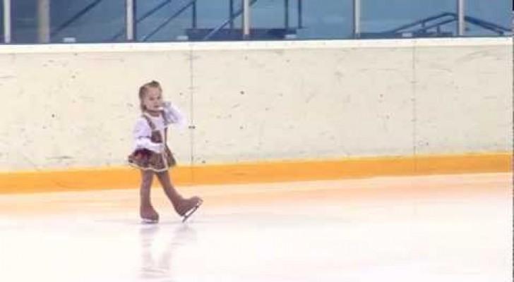 La petite patineuse en herbe