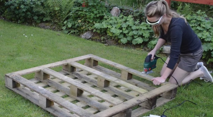 Here is an easy DIY project for a Strawberry Pallet Planter!