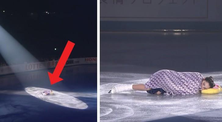 La patineuse commence à « dormir » sur la piste: ne manquez pas son sympathique show « à thème »