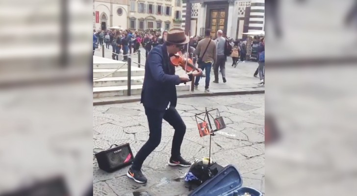A sensational violin performance by a  very talented street artist!
