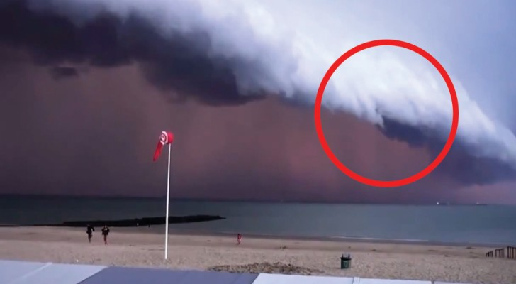 Een onweersbui nadert de kust van België: het landschap is angstaanjagend!