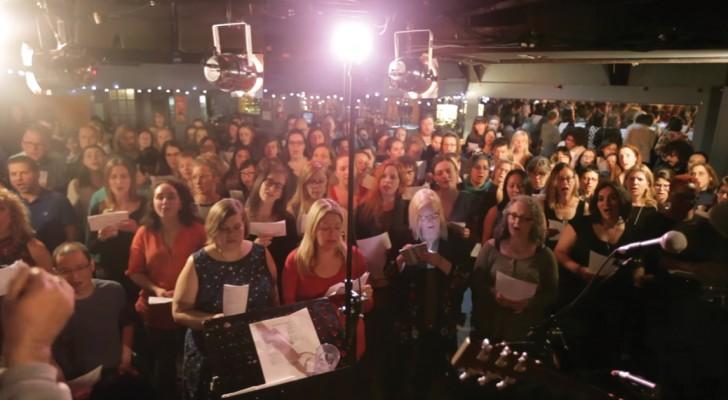 Você já ouviu centenas de cantores que cantam juntos? O efeito é este!