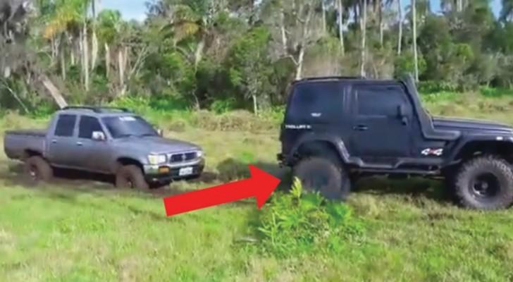 Das Auto bleibt im Schlamm stecken, aber als Hilfe kommt... wird es sogar schlimmer!