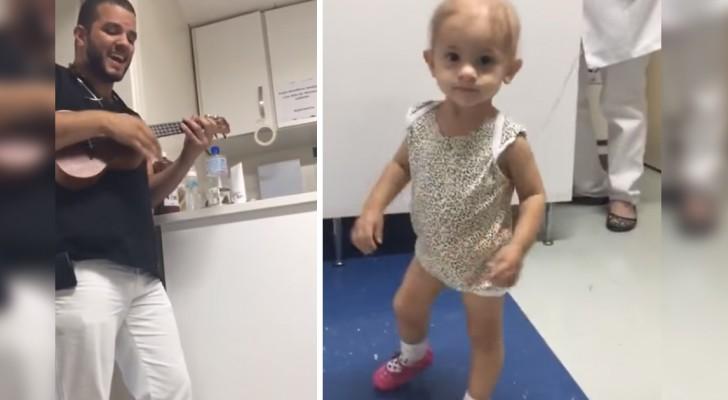 Il dottore del reparto oncologia pediatrica imbraccia l'ukulele e suona per la sua piccola paziente