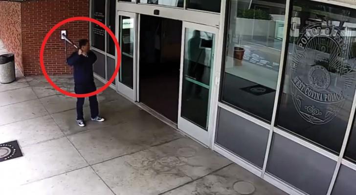 Hij nadert de politie met een honkbalknuppel: de manier waarop deze man wordt aangehouden is voorbeeldig!