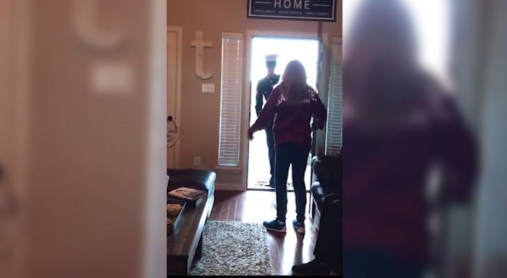 Una mamma apre la porta e si ritrova davanti la più bella sorpresa di compleanno