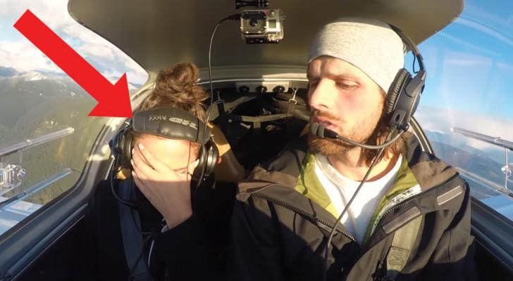 Er tut so, als ob er die Kontrolle über das Flugzeug verliert: hier einer der besten Heiratsanträge die ihr je gesehen habt