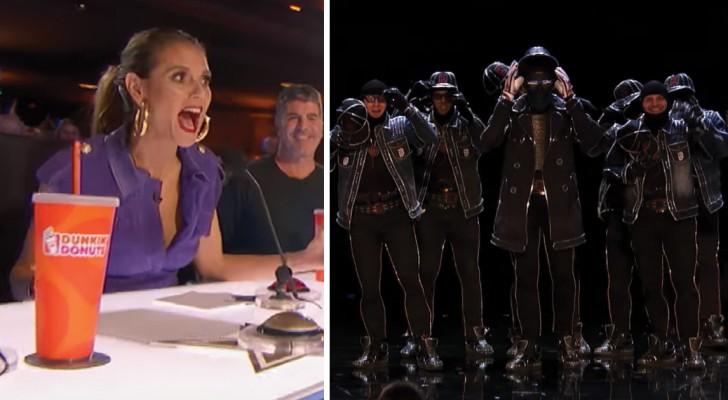 Ze betreden het podium in een bijzondere outfit: als het donker wordt in de zaal barst het spektakel pas echt los!
