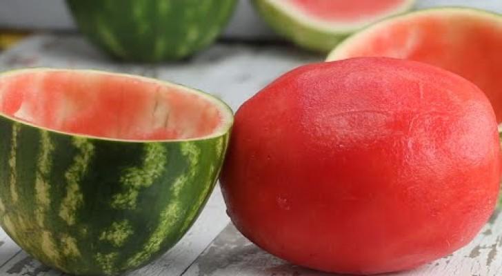 Como servir uma melancia sem casca: veja o truque que vai divertir a todos!