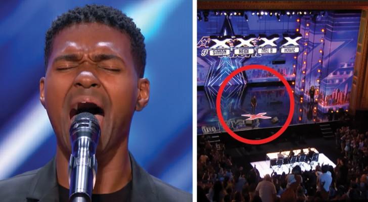 Il monte sur scène avec une chanson de Whitney Houston ... Quand il arrive à la note la plus haute, tout le monde se lève pour lui!