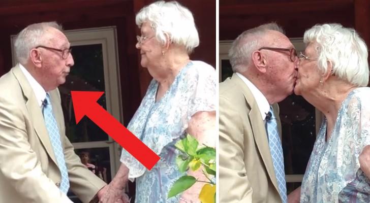 90 candeline e 70 anni di matrimonio: ecco la tenera serenata di un uomo all'amore della sua vita
