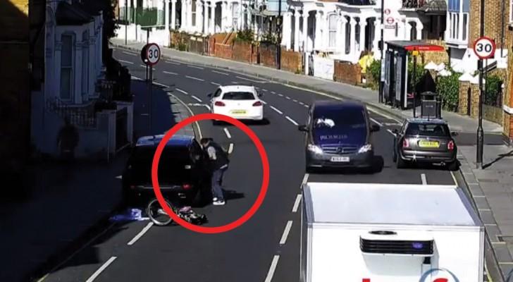 Ein Dieb räumt einen geparkten Wagen leer, aber das Schicksal hat für ihn eine Überraschung parat...