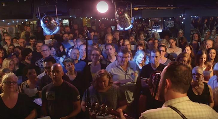 100 persone cantano all'unisono una famosa canzone dei The Police: al ritornello vi unirete a loro!